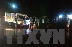 Hai xe máy đâm vào cùng một chiếc xe tải, 2 thanh niên tử vong