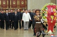Nhà lãnh đạo Kim Jong-un viếng lăng mộ cố lãnh tụ Triều Tiên