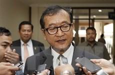 Thủ lĩnh đối lập Sam Rainsy tuyên bố hoãn kế hoạch trở về Campuchia
