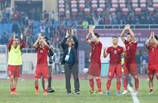 Tuyển Việt Nam nhận 5,6 tỷ đồng tiền thưởng sau khi giành ngôi đầu