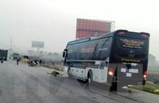 Thanh Hóa: Xe khách đâm hai cha con đi bộ qua đường tử vong