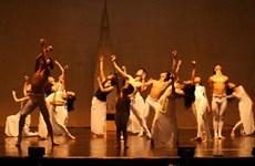 Nghệ sỹ Việt Nam trình diễn tác phẩm vũ kịch ''Kẹp hạt dẻ'' nổi tiếng