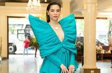 Thanh Hằng, Hồ Ngọc Hà cùng diện thiết kế nơ xanh đồ sộ của Công Trí