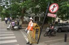 Manơcanh làm nhiệm vụ... cảnh sát giao thông tại Ấn Độ