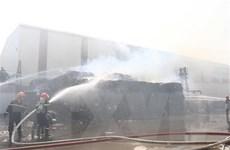 Cháy khu vực sản xuất đồ gỗ, 5.000 m2 nhà xưởng bị thiêu rụi