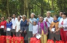 Thường trực Ban Bí thư tặng quà gia đình chính sách ở Đồng Nai