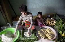 """[Photo] """"Xóm bánh tét"""" Phước Hòa ở Kiên Giang rộn ràng mùa Tết"""