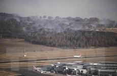 Máy bay trực thăng quân sự bị nghi gây cháy rừng ở thủ đô Australia