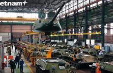 """Thăm nơi """"cải lão hoàn đồng"""" các quái thú huyền thoại T-34 của Nga"""
