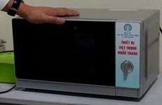 [Video] Cách khử khuẩn khẩu trang đặc biệt hiệu quả bằng lò vi sóng