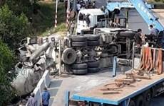 Mất lái, xe chở bêtông lao xuống vực sâu hơn 5m khiến tài xế tử vong