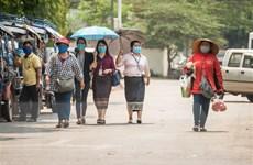 Công dân Việt tại Lào thực hiện nghiêm chỉ thị về phòng chống dịch