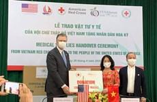 Hội Chữ thập Đỏ Việt Nam trao vật tư y tế tặng nhân dân Hoa Kỳ