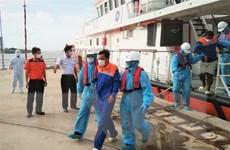 Sóc Trăng tiếp nhận thêm 2 thuyền viên Indonesia bị nạn trên biển