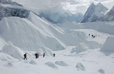Nhóm nghiên cứu Trung Quốc thu thập mẫu lõi băng để nghiên cứu khí hậu