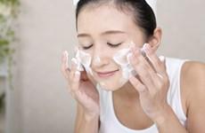 Cách chăm sóc và chọn sữa rửa mặt phù hợp nhất cho làn da mụn