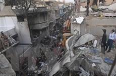 Vụ rơi máy bay ở Pakistan: 97 người thiệt mạng, 2 người sống sót