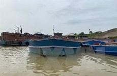 Liên tiếp phát hiện 3 tàu khai thác cát trái phép trên sông Hồng