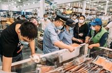 Hàn Quốc có thêm 49 ca mới, Trung Quốc đóng cửa chợ lớn nhất thủ đô