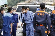 Thủ tướng Nhật Bản thị sát địa phương bị thiệt hại do mưa lũ