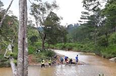 Lào Cai: Trượt chân ngã xuống suối, một thiếu niên bị lũ cuốn trôi
