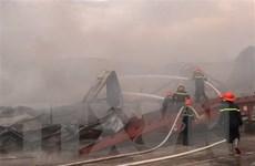 Hà Nội: Cháy khu xưởng kết hợp nhà ở tại cụm công nghiệp Bình Phú
