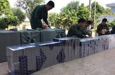Nhóm buôn lậu vứt bỏ 7.500 bao thuốc lá ngoại để thoát thân