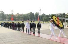 Các lãnh đạo Đảng, Nhà nước đặt vòng hoa, vào lăng viếng Bác Hồ