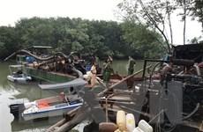 """Đồng Nai tạm giữ 2 phương tiện """"khủng"""" bơm hút cát trái phép trên sông"""
