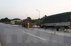Ôtô đầu kéo đâm trúng người văng ra từ xe bán tải, một người tử vong