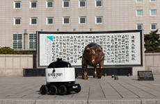 Hàn Quốc thử nghiệm người máy giao thức ăn trong nhà, ngoài trời