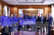Thanh niên Lào hỗ trợ dân miền Trung Việt Nam khắc phục thiên tai