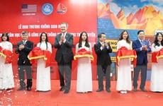 """Đông đảo sinh viên dự khai trương """"Không gian Hoa Kỳ"""" tại Thái Nguyên"""