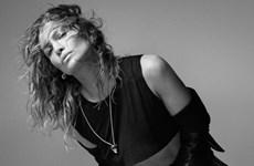 """""""Học lỏm"""" bí quyết giữ gìn sắc vóc của bà mẹ 51 tuổi Jennifer Lopez"""