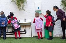 Dịch bệnh COVID-19: Thủ tướng Anh khuyến khích học sinh đi học