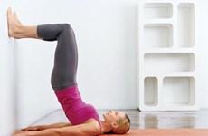 5 động tác đơn giản với bức tường giúp giảm mỡ bụng
