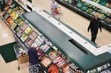 Lượng người mua sắm tại Anh giảm gần 30% do lệnh phong tỏa mới