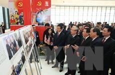 Đại hội XIII của Đảng: Trưng bày ảnh Vững bước dưới cờ Đảng vinh quang