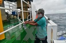 Cứu nạn bốn thuyền viên nước ngoài bị trôi dạt trên biển