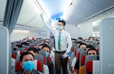 Hành khách đổ xô đi mua vé bay ngày giáp Tết Nguyên đán