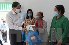 Ủy ban TW MTTQ tặng quà Tết cho gia đình chính sách tại Hậu Giang