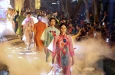 Hơn 600 bộ áo dài lung linh khoe sắc tại Văn Miếu-Quốc Tử Giám