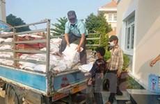 Hàng chục tấn hàng gửi người gốc Việt tại Campuchia chống COVID-19