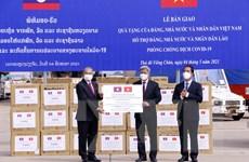 Việt Nam hỗ trợ vật tư y tế, cử chuyên gia sang trực tiếp giúp Lào