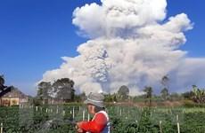 Núi lửa Sinabung tại Indonesia phun cột tro bụi cao 2.000m