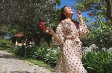 Hà Hồ, Thanh Hằng và dàn sao lăngxê đầm maxi cùng loạt xu hướng hè