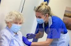 COVID-19: Vaccine giúp giảm mạnh số ca tử vong, nhập viện tại Anh