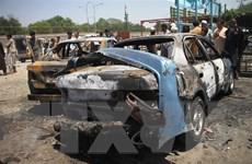 Đánh bom xe làm rung chuyển đồn cảnh sát Afghanistan, 15 người chết