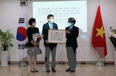 Tặng huân chương hữu nghị cho cựu Đại sứ Hàn Quốc tại Việt Nam