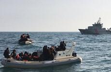 Lật tàu chở hàng trăm người ở ngoài khơi Yemen, 25 người tử vong
